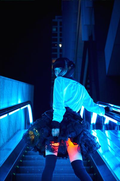 光るスカート02