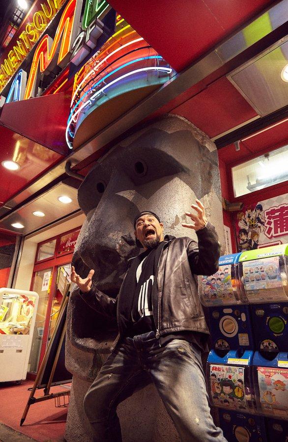 ゲームセンター「SILK HAT蒲田M2」は大きなモアイが目印!