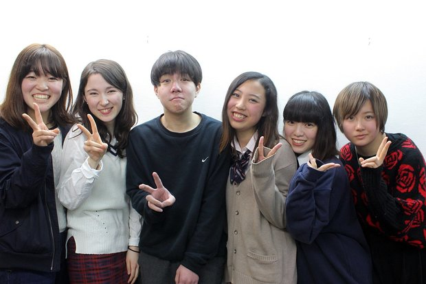 (左から)かわべ、マリーナ、アンディ、かりん、にょっき、山田