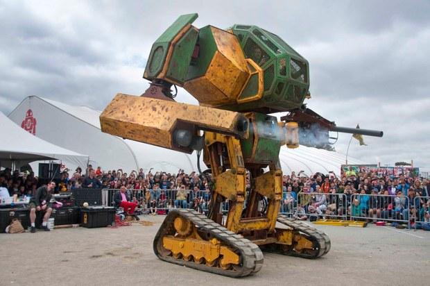 Megabots/画像はMegaBots at Maker Faire 2015: World Debut of the Mk. II Mechより
