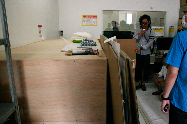 村上隆さんのベッド(移動式)縦から見るとこんな感じ