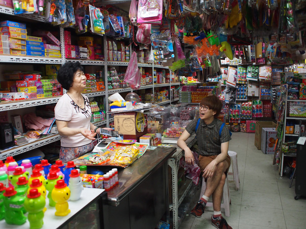 日本人にも懐かしい台湾の駄菓子屋にて