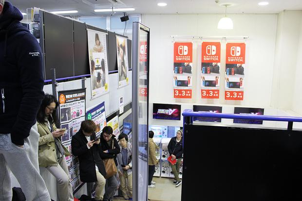 『Nintendo Switch』ゲオ北新宿店での発売の様子1