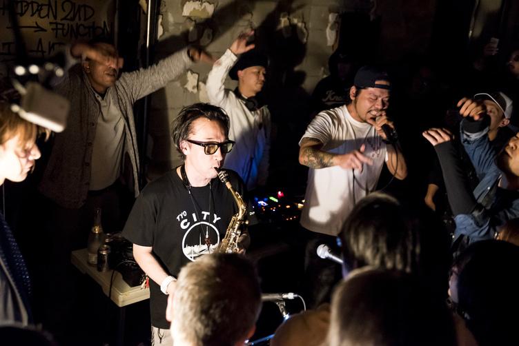 Chim↑Pom『また明日も観てくれるかな?』レポ 歌舞伎町で渦巻いた狂気の一夜