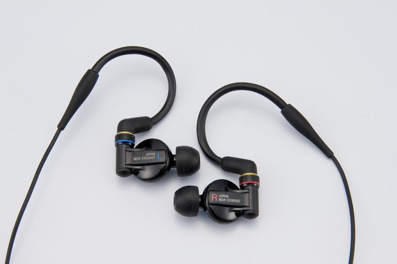 松尾さんが設計した「MDR-EX800ST」